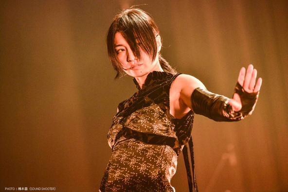 鬼束ちひろが「月光」を始め時代を彩った数々の名曲を披露!最新ホールツアーの東京公演がテレビ放送