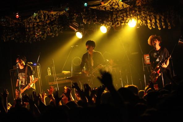 「生きててサイコー!」afoc主催ライブにTHE BAWDIES、the pillows、シークレットゲストDOESらが集結し大熱狂の夜!