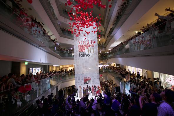 今年も東京・神戸・名古屋・大阪で開催決定!VOGUE主催の世界最大級のグローバル・ファッション・イベント「VOGUE FASHION'S NIGHT OUT 2019」 (1)
