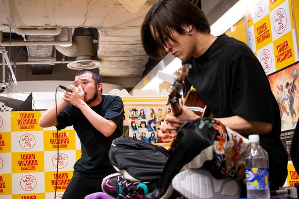 MOROHA アルバム『MOROHA IV』のリリース記念インストアライブ「心からありがとうと言える日を、また掴み取るまで!!」