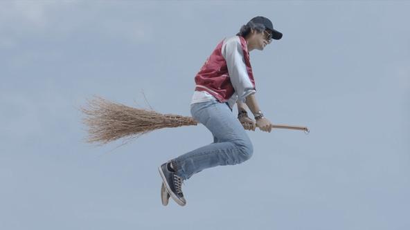 映画『魔法少年☆ワイルドバージン』、空飛ぶ 斎藤工 と、マントヒヒな 芹澤興人 の場面写真解禁!!  (1)