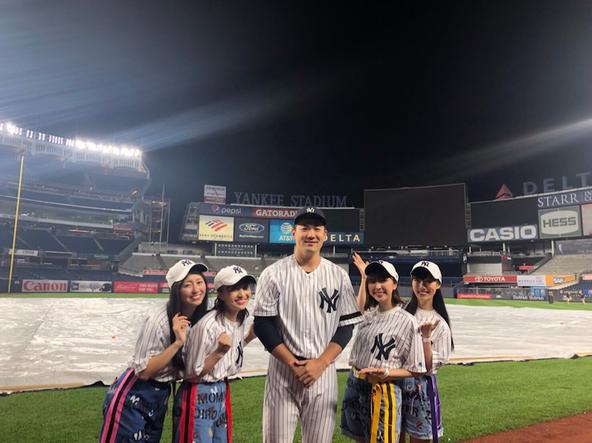 佐々木彩夏が公開した、田中将大投手との5ショット