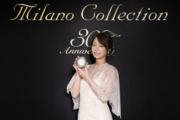 """宇垣美里さんが「ミラノコレクション2020」で""""名画から抜け出たような""""美肌を披露! (1)"""