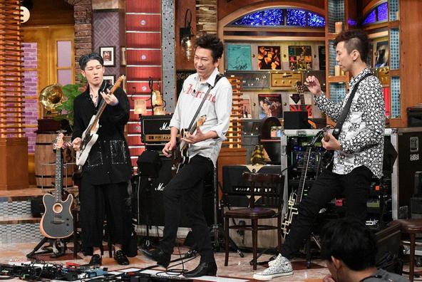 『関ジャム 完全燃SHOW』プロが選んだ「絶対、他のギタリストでは真似できない布袋のスゴ技」を実演解説(1) (c)テレビ朝日