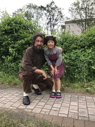草刈正雄が公開した、粟野咲莉との2ショット