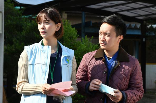 山下智久主演『インハンド』第11話 高家春馬(濱田岳)、杉山美園(石橋杏奈)  (c)TBS