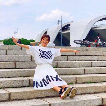 小松彩夏が公開した、私服オフショット(1)