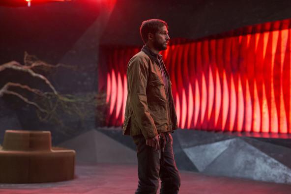 脊椎に埋め込まれたAIが超人的身体能力を呼び覚ます! SFアクション映画『アップグレード』公開が決定 (C)2018 UNIVERSAL STUDIOS