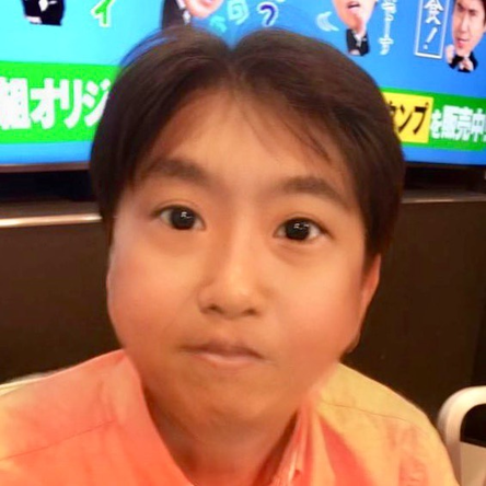 """生放送中に矢口が撮影した石橋の""""子ども風""""写真を公開 (c)AbemaTV"""