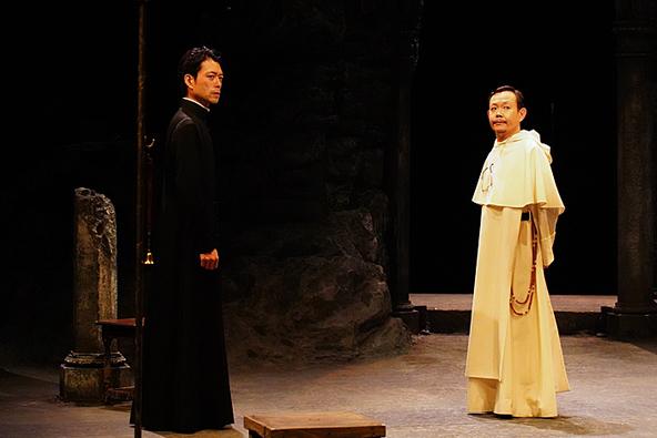 (左から)神農直隆、近藤芳正 (c)撮影:宮川舞子
