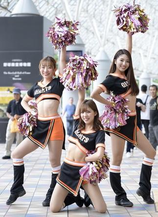 左から松本楠菜さん、平﨑妃菜さん、戸渡麻由奈さん