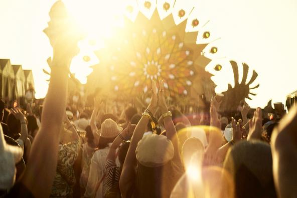 『CORONA SUNSETS FESTIVAL 2019』沖縄のビーチに12,000人が来場。最高の音楽とサンセットと、思い思いのチルアウトな時間 (1)