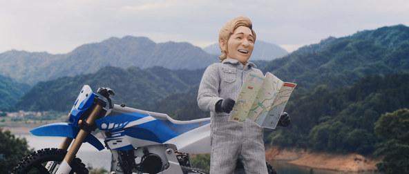 つるの剛士さんがオフロードバイクで大ジャンプの大技を決める!?バイク王新CM「さらば、友よ」篇 動画公開!~公開を記念して旅行券などが当たるプレゼントキャンペーンを開始~