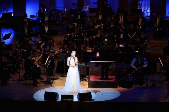 """サラ・オレイン、クラシック音楽の殿堂で""""令和初""""のコンサートを開催 数々のサプライズで観客を魅了 (c)StudioREN"""