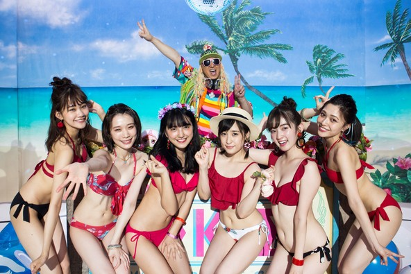 今年の夏を熱くする、合言葉は「夏もマギレKOO!!」、「マギアレコード 魔法少女まどか☆マギカ外伝」新CM7月26日(金)よりオンエア開始 ~「マギアレコード」新CMにDJ KOOが登場~