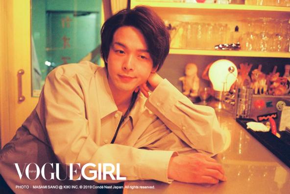 人気俳優、中村倫也が『VOGUE GIRL』人気連載「BOY FRIEND」に登場。役者という仕事やデビュー当時について、副編集長と本音のボーイズトーク。 (1)
