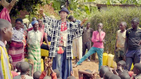 美空ひばり「川の流れのように」がアフリカの大地で甦る。第7回アフリカ開発会議「TICAD」前夜祭でDJ KOOと孝藤右近が盆踊りを発表