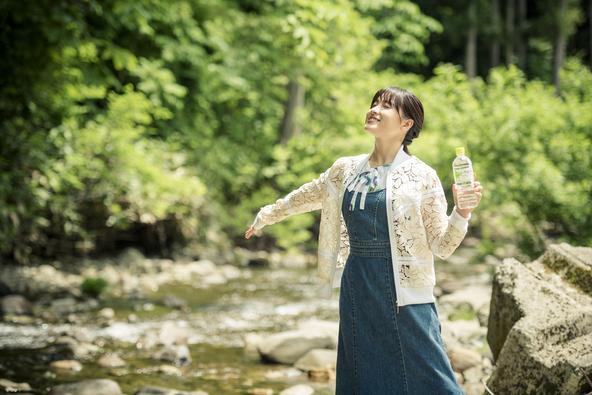女優の土屋太鳳さんが岩手県花巻市を訪れ、水資源保護の現場をレポート
