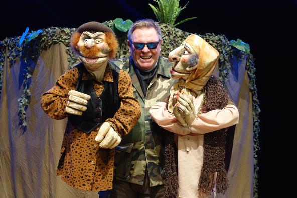 脚本、美術、出演を一人で手掛ける人形劇界のスーパースター、〈Stuffed Puppet Theatre〉がオランダから来名 (c)〈Stuffed Puppet Theatre〉を主宰するネヴィル・トランター。『バビロン』上演風景より