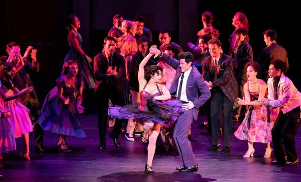 ジェッツとシャークスのダンス対決〈ダンス・アット・ザ・ジム〉 Photo by Jun Wajda
