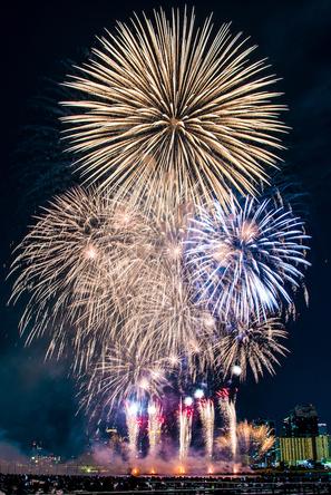 令和から始まる未来の花火を融合させた『第31回なにわ淀川花火大会』ーー 新時代の花火が夜空に舞う (c)第31回なにわ淀川花火大会