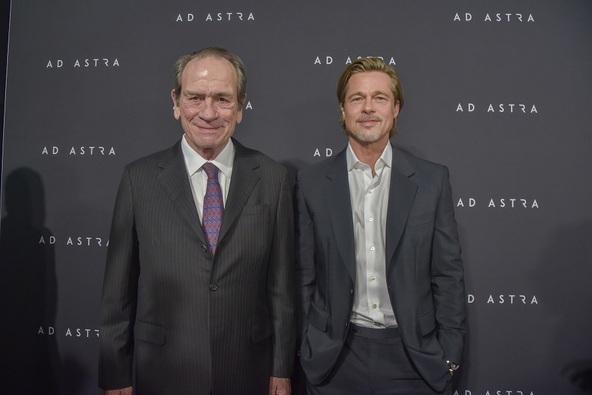 『アド・アストラ』ワシントンDCスペシャル・スクリーニング 左からトミー・リー・ジョーンズ、ブラッド・ピット (c)2019 Twentieth Century Fox Film Corporation