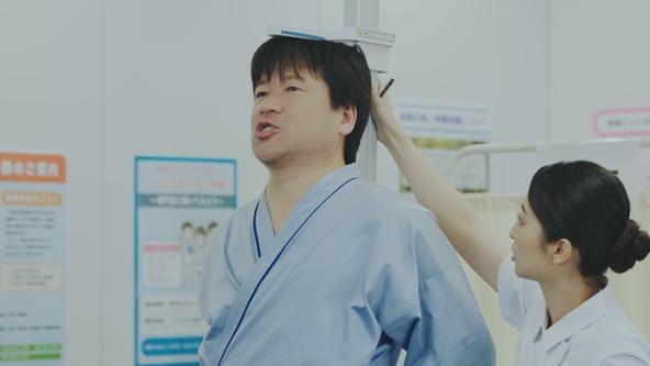 俳優、佐藤二朗さんが出演する「笑えるけど笑えない健康診断」スペシャルムービーを本日からYouTubeで配信 (1)