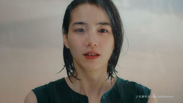 女優のん、『いわて純情米』新CMに出演!ずぶ濡れで「絶対負けない。むしろありがとうだよ!」 インタビュー&メイキング映像も公開