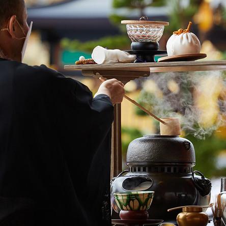 武者小路千家次期家元が興福寺中金堂の「献茶の儀」で使用した茶道具を初公開