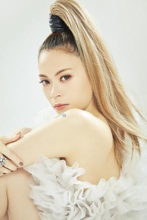 デビュー20周年を迎えた平成を代表する歌姫「小柳ゆき」が、令和最初の大晦日プレミアム公演を開催! (1)