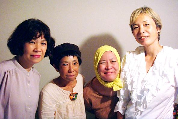 """初期〈少年王者舘〉を支えたメンバー5人の""""いま、ここ""""を伝えるアンソロジー公演が名古屋で (c)左から・マリリンマリィ、石丸だいこ、珠水、ZUN"""