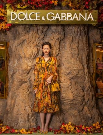 桐谷美玲が日本限定ドレスを着用して登場!ドルチェ&ガッバーナが伊勢丹新宿店にてポップアップストアを開催。 (1)