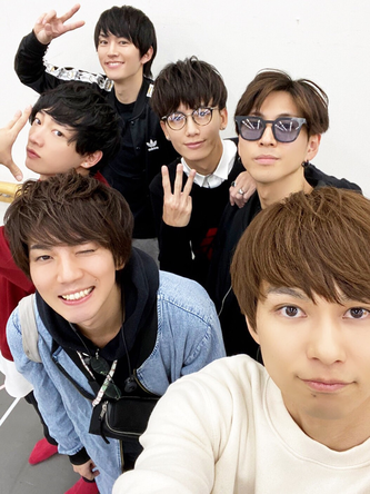 """和田雅成が公開した、""""F6""""メンバーとの集合写真"""