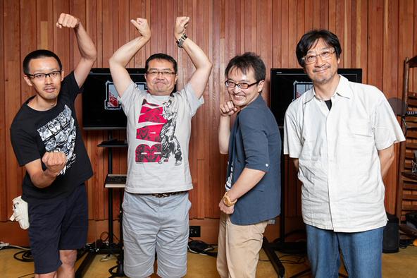 クラウドファンディング支援者の皆さん、平野監督(写真左から)