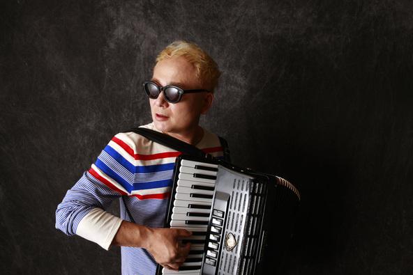 アコーディオニスト・作曲家 coba。油断できない男の3年ぶりのアルバムは全曲オリジナルのアコーディオンソロ (1)