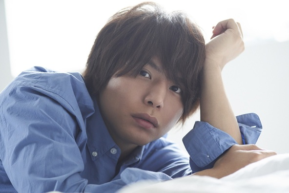 大反響を受け抜擢! 仲村宗悟が「TVガイドVOICE STARS」表紙に早くも登場「穴が開くまで眺めて、たくさん読んでください!」 (1)