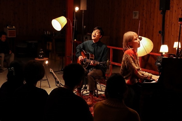 (左から)森山直太朗 世武裕子 (c)撮影:岩佐篤樹