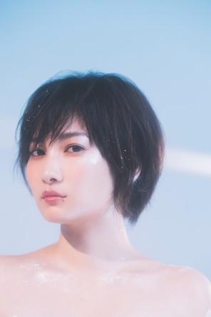 佐藤千亜妃、さかいゆうがJ-WAVE『STEP ONE』公開収録でこの時期にぴったりのクリスマスソングを披露!