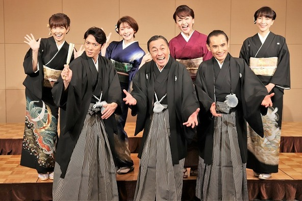 (前列左から)辰巳雄大、佐藤B作、片岡鶴太郎(後列左から)小林麻耶、菅原りこ、あめくみちこ、鈴木杏樹