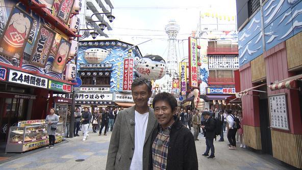 渡部篤郎が浜田雅功と訪れた初めての新世界に大興奮!『エロガチャガチャ』で引き当てたセクシー下着を手に衝撃の一言!?
