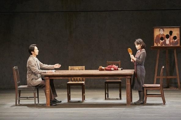 栗山民也演出、眞島秀和、岸井ゆきのら出演の舞台『月の獣』が開幕 舞台写真&コメントが到着 (c)写真:矢野智美
