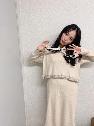 大友花恋が公開した『名医のTHE太鼓判』オフショット