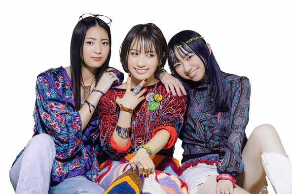 写真左から、阿部サラ・伊藤愛真・山本栞里
