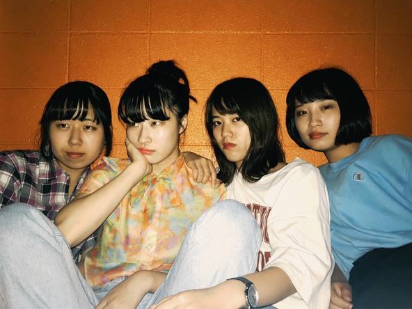 ヤユヨ(左から、はな(Ba.Cho)、リコ(Vo.Gt)、すーちゃん(Dr.Cho)、ペッペ(Gt.Cho))