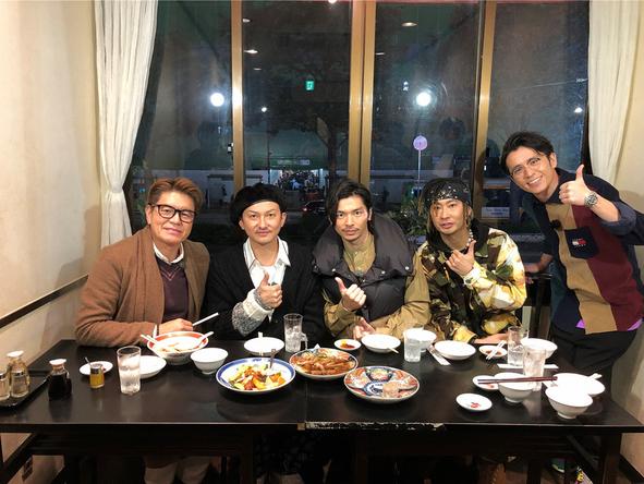 『火曜サプライズ』〈五反田アポなし旅〉ISSA・TOMO・U-YEAH(DA PUMP)、ヒロミ、藤森慎吾(オリエンタルラジオ) (c)NTV