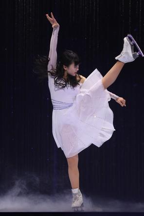 本田望結「アナと雪の女王2」の主題歌で舞う。「ブロードウェイ クリスマス・ワンダーランド」開幕!