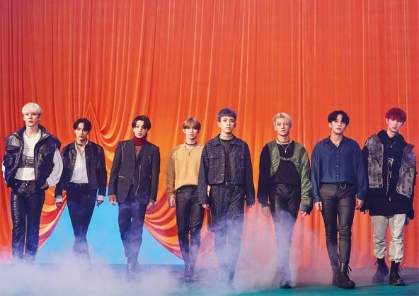 ATEEZ(L⇒R)YUN HO(ユンホ)、SEONG HWA(ソンファ)、SAN(サン)、YEO SANG(ヨサン)、HONG JOONG(ホンジュン)、WOO YOUNG(ウヨン)、JONG HO(ジョンホ)、MIN GI(ミンギ)