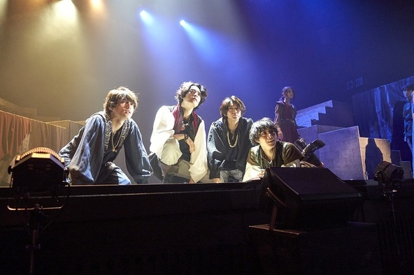 塩野瑛久、長妻怜央らが魔女伝説のルーツを探る冒険へ 舞台『DECADANCE 〜太陽の子〜』が開幕 キャストコメントも到着