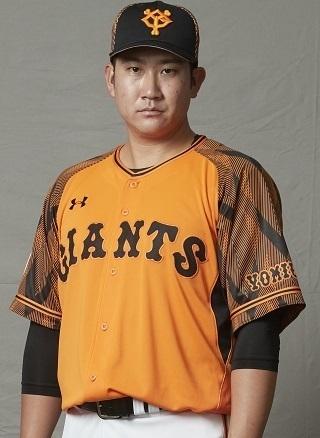 『橙魂2020』のユニホームを着た菅野智之投手