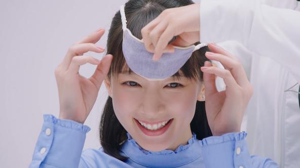 女優の吉岡里帆さんが目隠しをして実験!?フラワーデザイナーと共同開発し「まるで本物の花の香り」を実現した新「レノアハピネス」2月1日(土)、ティーザーCM全国でオンエア開始 (1)